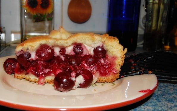 Пирог с вишней по-киевски