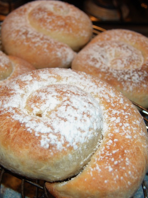 Готовые испанские булочки